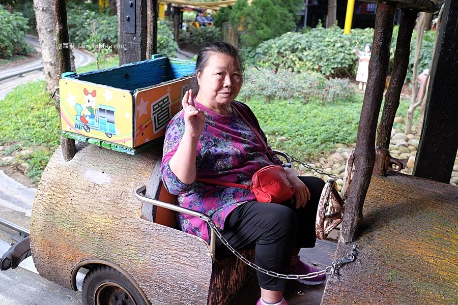 台灣觀光巴士。龍潭大池景觀咖啡廳、小人國一日遊,2人同行1人免費,每人免600元,門票、車資全部包! @蹦啾♥謝蘿莉 La vie heureuse