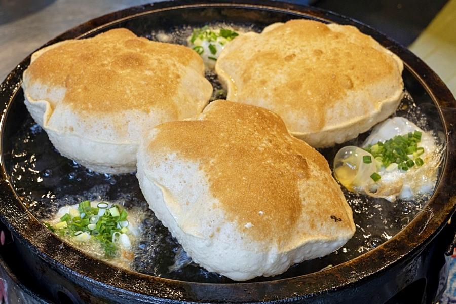 最新推播訊息:「巨無霸蔥油餅」一天只賣四小時,大排長龍、超長排隊人潮只為搶吃這一味!