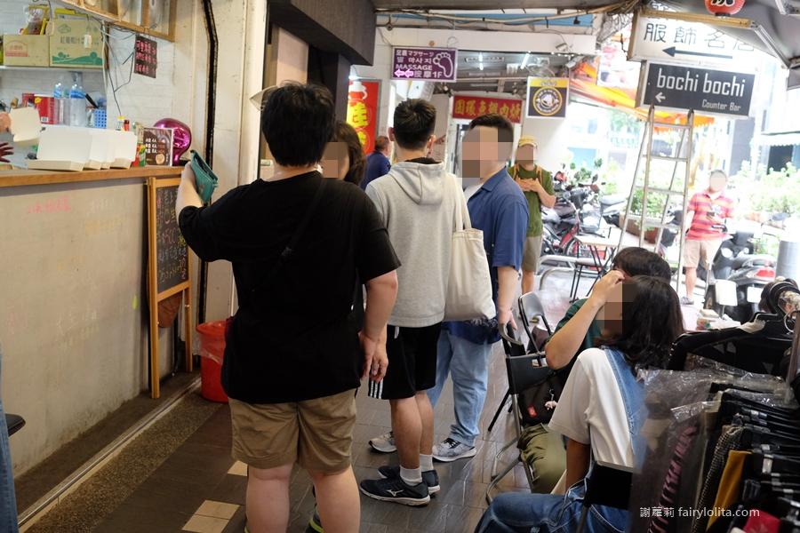 老上海生煎包。這絕對是我吃過最「爆汁」的生煎包,起鍋秒殺、手腳太慢你就搶不到! @蹦啾♥謝蘿莉 La vie heureuse