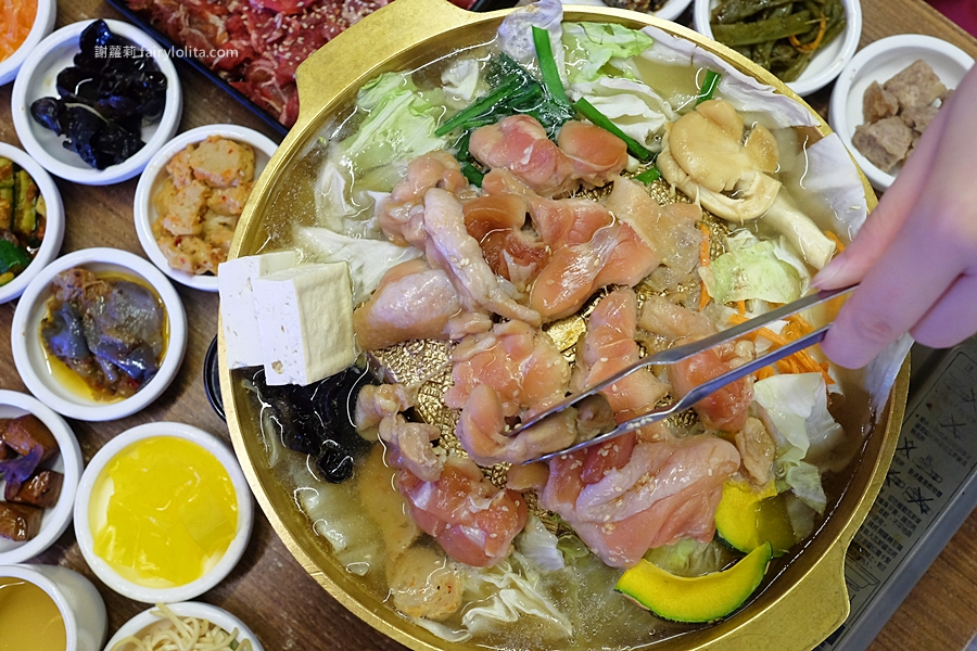三重美食 | 朝鮮味韓國料理。銅盤烤肉一個人也能吃、韓式料理最便宜180元,附40種免費小菜無限吃到飽! @蹦啾♥謝蘿莉 La vie heureuse