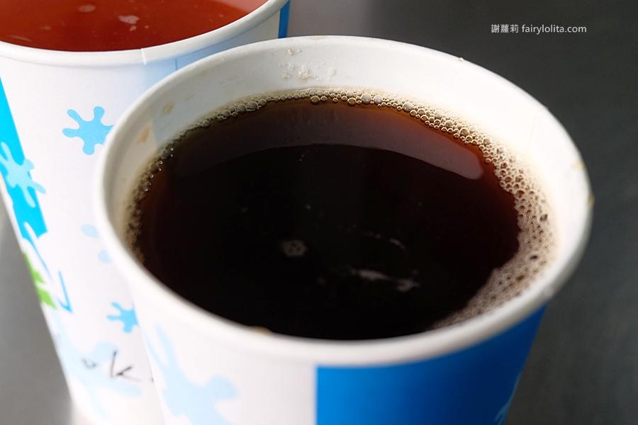 花蓮小吃   廟口紅茶。隱藏巷弄超級古早味,喝50年老店紅茶、邊看這裡才有「鋼管秀」! @蹦啾♥謝蘿莉 La vie heureuse