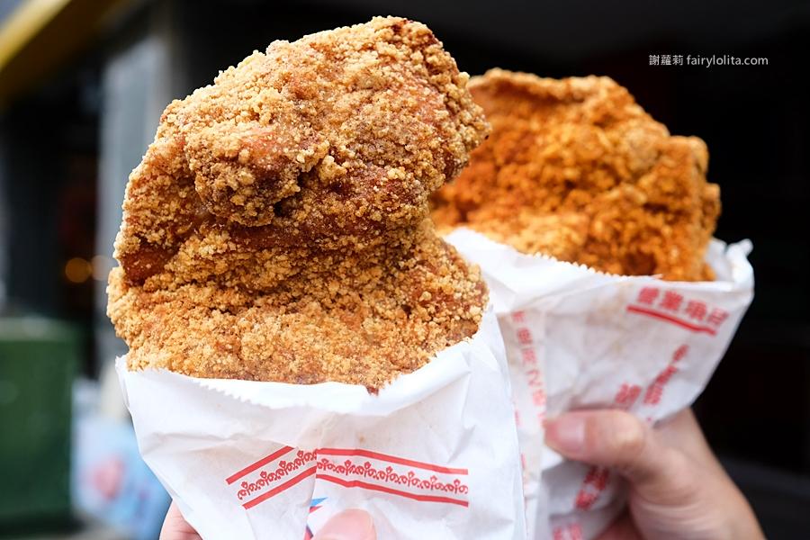 蚵仔麵線,甜不辣,雞排。營業時間經常都排隊,這家古早味雞排在地人從小吃到大! @蹦啾♥謝蘿莉 La vie heureuse