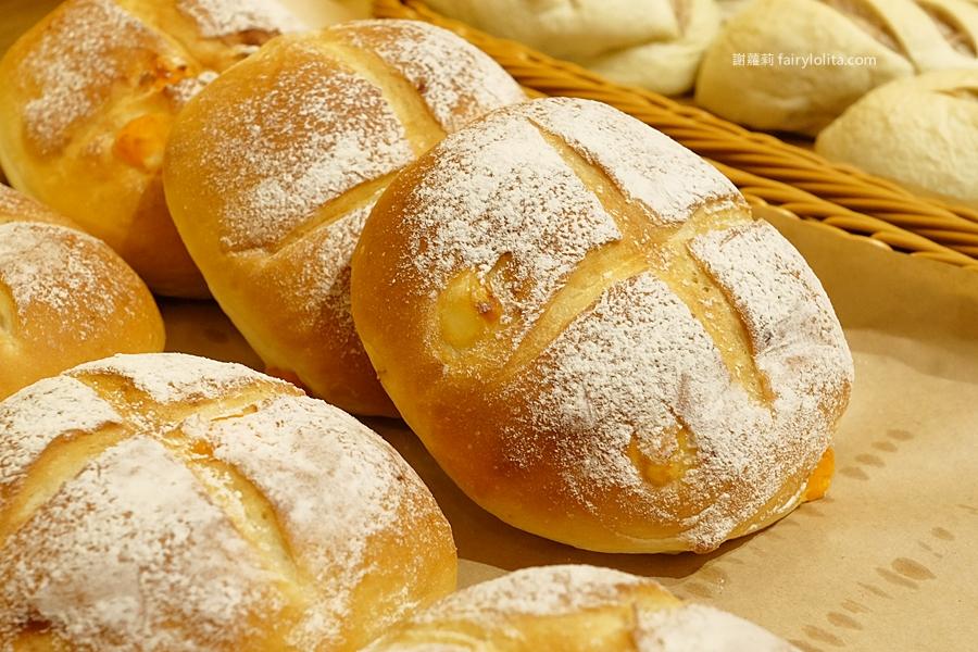 三重美食 | 拾良麵包所。新開幕!在地第一家 是麵包舖也是甜點咖啡廳,開幕首日人潮擠到大爆炸! @蹦啾♥謝蘿莉 La vie heureuse