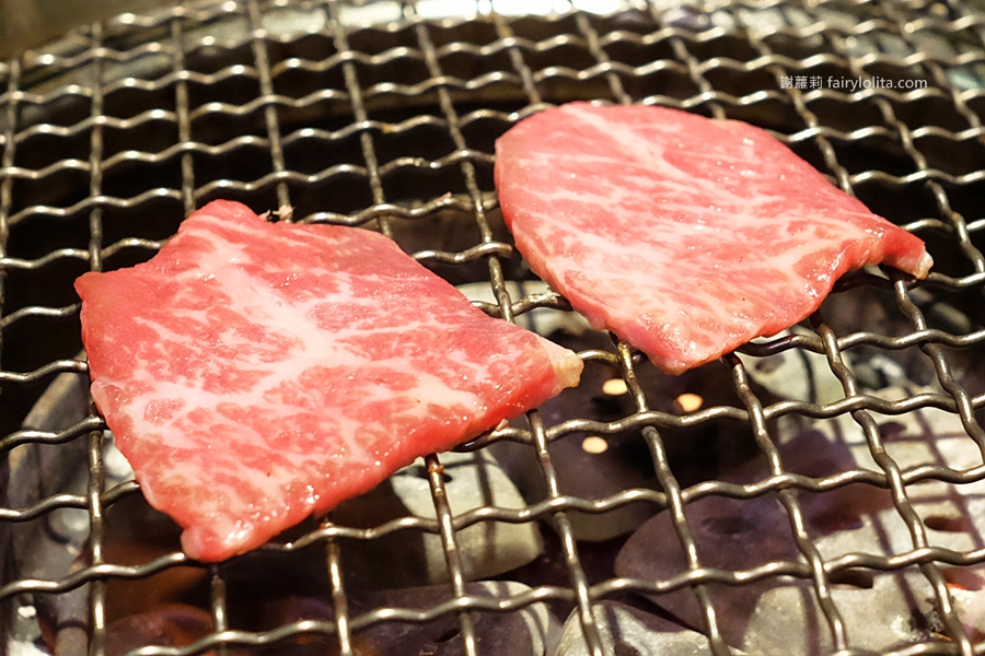 台中美食 | 肉多多超市燒肉(台中大墩店)。全台首創第一家「超市燒肉」就在這,肉品一盤百元還有找! @蹦啾♥謝蘿莉 La vie heureuse