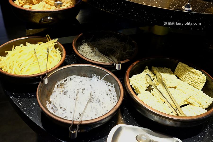 桃園美食 | 兩餐 두끼。韓國年糕火鍋吃到飽只要299元,年糕火鍋、炒飯、炸物、韓國魚板、韓國泡麵、飲料汽水,通通讓你無限吃到飽! @蹦啾♥謝蘿莉 La vie heureuse