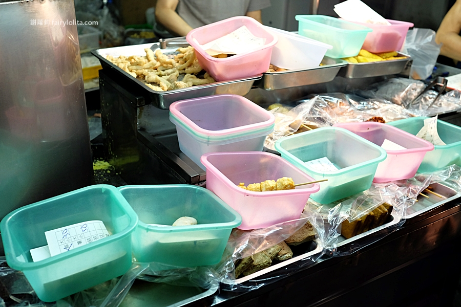 台中宵夜   台灣第一家鹽酥雞。目前吃過最最最好吃的鹹酥雞,暗夜裡神祕一攤,每日超限量、晚來根本買不到! @蹦啾♥謝蘿莉 La vie heureuse