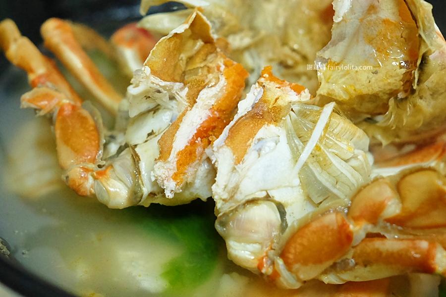 鴻海產粥。超狂!「螃蟹日」60元海產粥送整隻螃蟹免費吃,爆動排隊人潮一等3小時! @蹦啾♥謝蘿莉 La vie heureuse