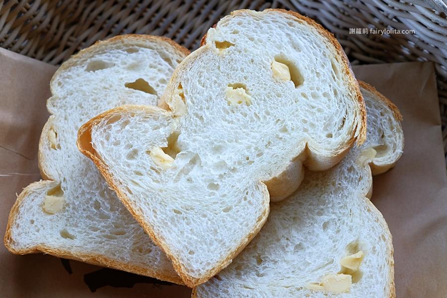 普勒小姐柴燒窯烤麵包。網友喻為「桃園最強麵包」,神祕藏在半山腰,一星期只賣3天,沒有預定買不到! @蹦啾♥謝蘿莉 La vie heureuse