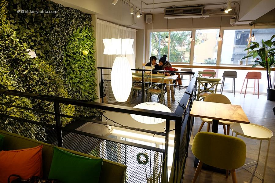 Piepai Cafe'。超美韓系咖啡廳,早午餐最便宜只要138元,療癒月見咖哩飯、一戳就爆漿! @蹦啾♥謝蘿莉 La vie heureuse