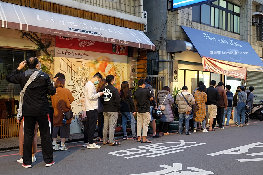 Hiro's らぁ麵 Kitchen(中壢店)。為吃這碗等了1.5小時,號稱「新竹最神祕拉麵」開到中壢,開店2.5小時賣光! @蹦啾♥謝蘿莉 La vie heureuse