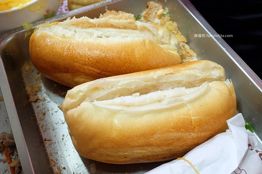 阿箴越南法國麵包。網友譽「在地最強越南法國麵包」,低調一家藏身鐵皮屋,營業時間人潮全擠爆! @蹦啾♥謝蘿莉 La vie heureuse